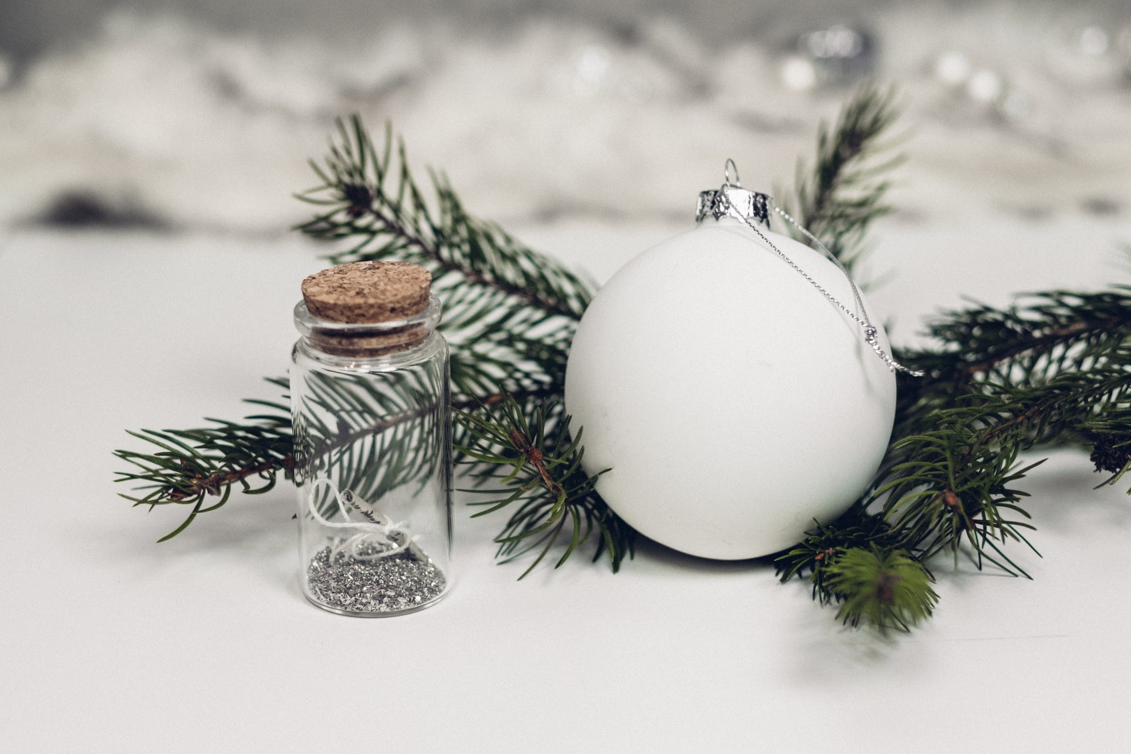 Bauble with glitter