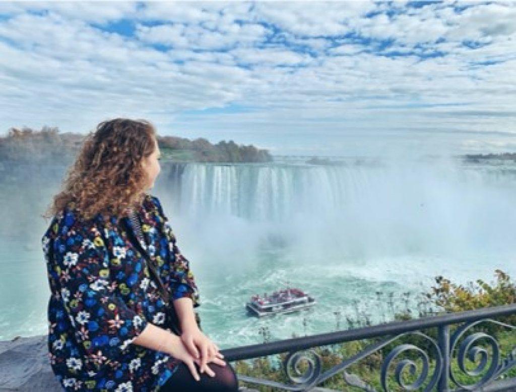 Chloe Asker at Niagara Falls